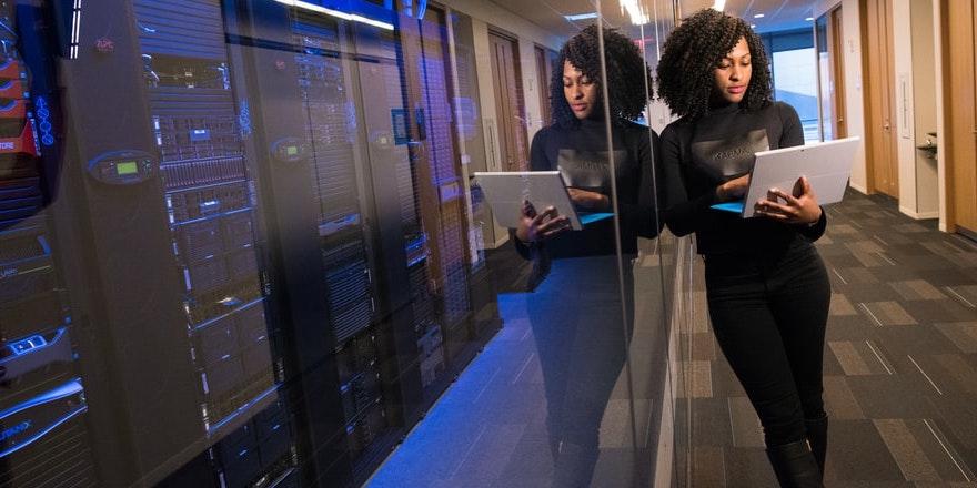 Quebec Adapts Scholarship Program to Encourage Women in STEM